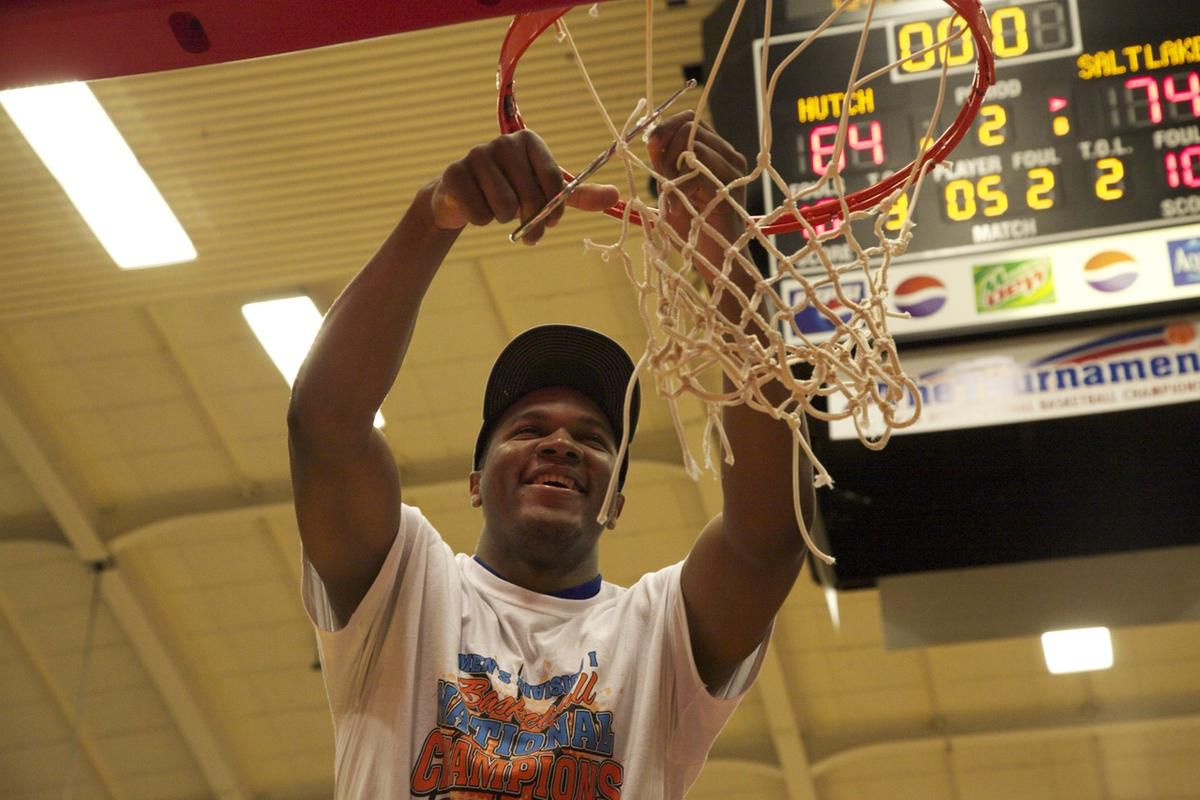 SLCC Bruins win the 2016 NJCAA Men's Division I National Championship against Hutchinson on their home court in Hutchinson, Kansas. Credit: Bob Hunter for the NJCAA