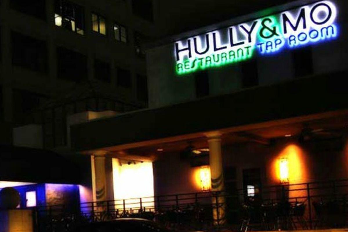 Hully & Mo in the Quadrangle.