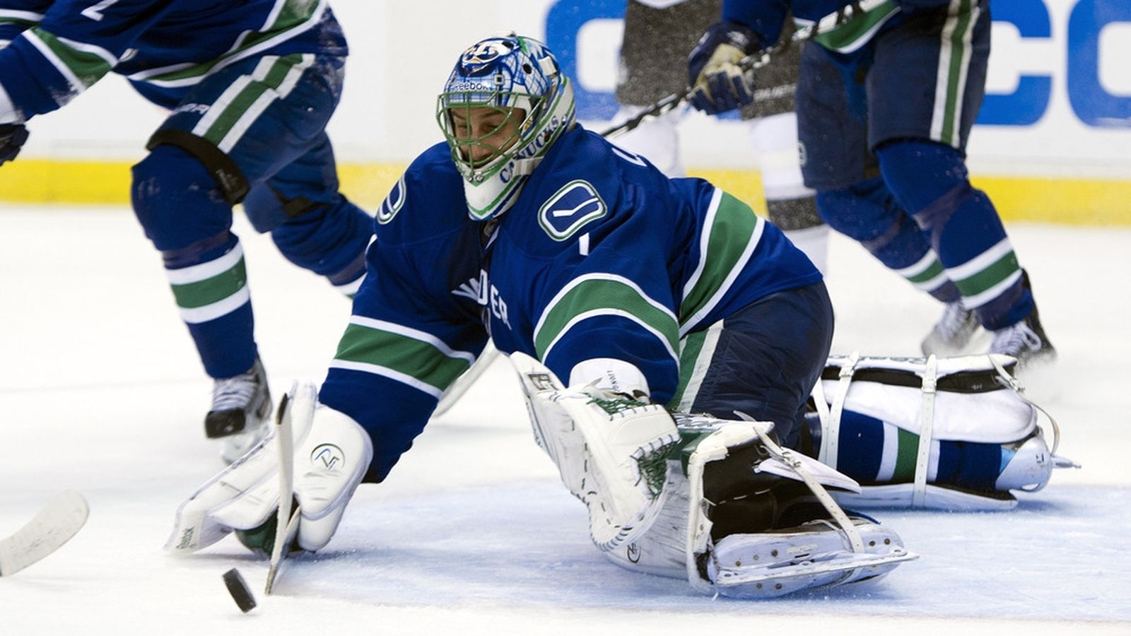 why luongo should be traded With an impending trade of roberto luongo in the near future, many are wondering why it's taking so long or even what his trade value is and the answer is: it's because his value isn't that much.