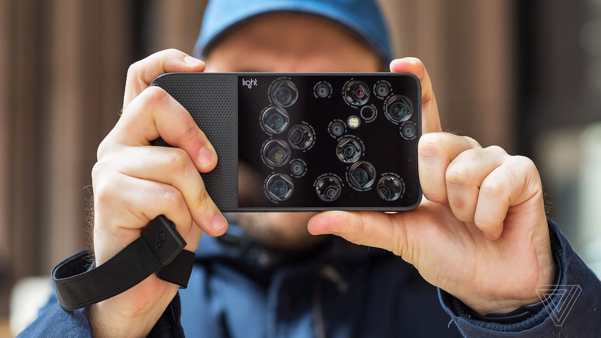 Light L16 camera review: futuristic frustration