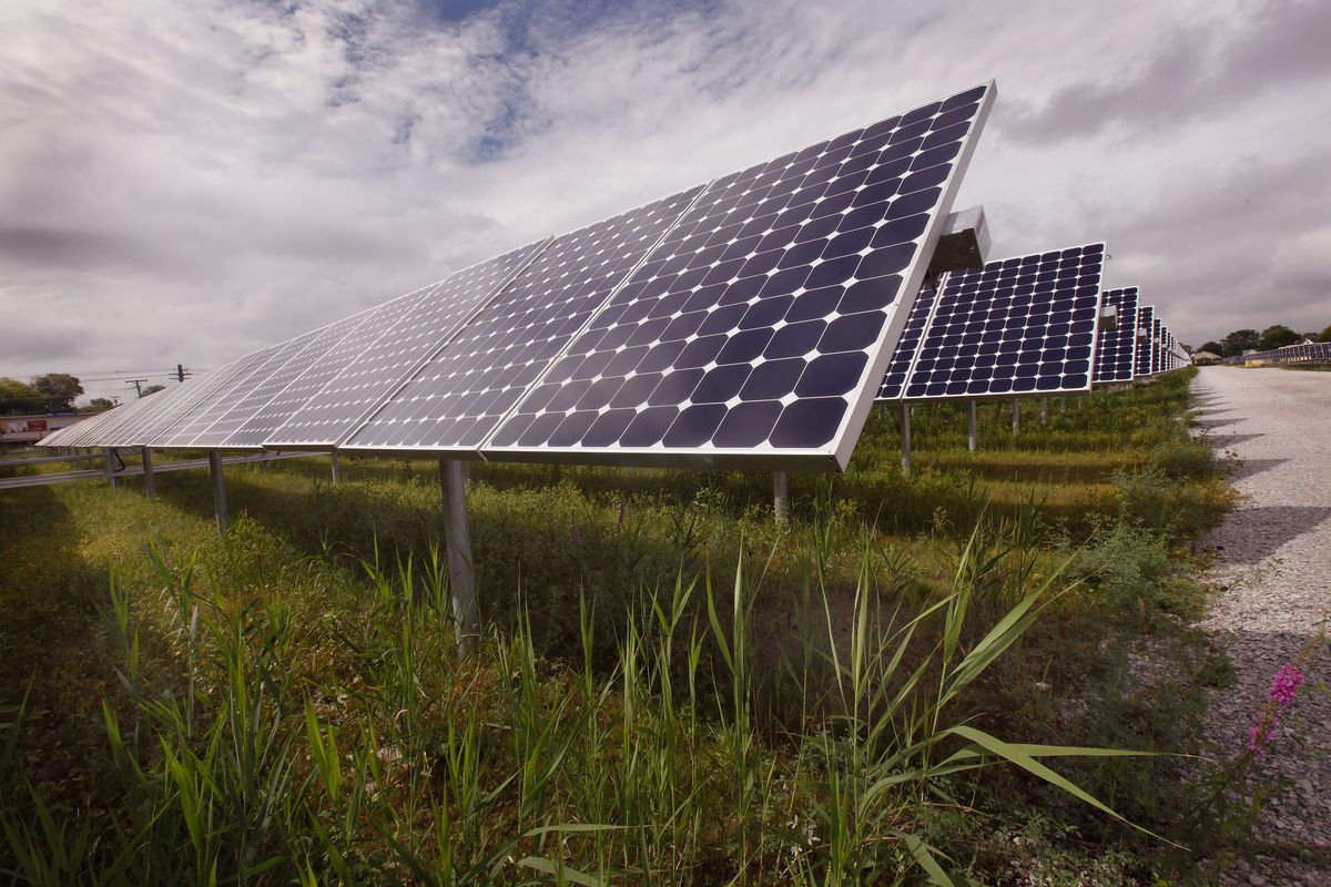 """Country's Largest Urban Solar """"Farm"""" Generates Electricity For Chicago"""