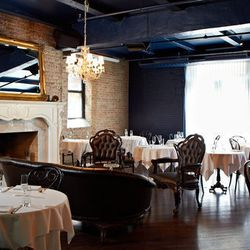 """<a href=""""http://chicago.eater.com/archives/2012/07/25/look-around-rm-champagne-salon-ready-to-finally-make-its-debut-aug-2.php"""">Chicago: Look Around <strong>RM Champagne Salon</strong>, Ready to Finally Make Its Debut Aug. 2</a> [Jason Little]"""