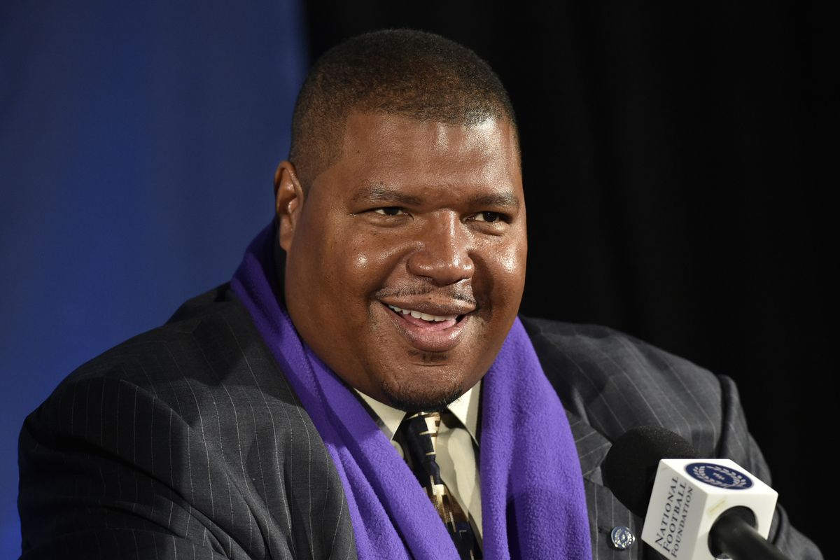 Husky legend Lincoln Kennedy was on hand as part of Pac-12 Networks coverage of fall camp