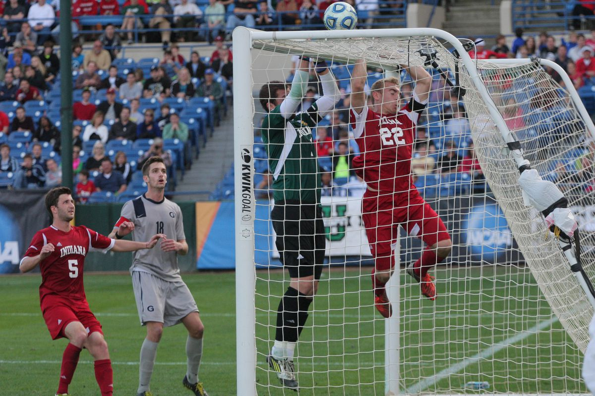 Revs rookie goalkeeper Luis Soffner, center in green, during the 2012 NCAA Men's Soccer Championship game.