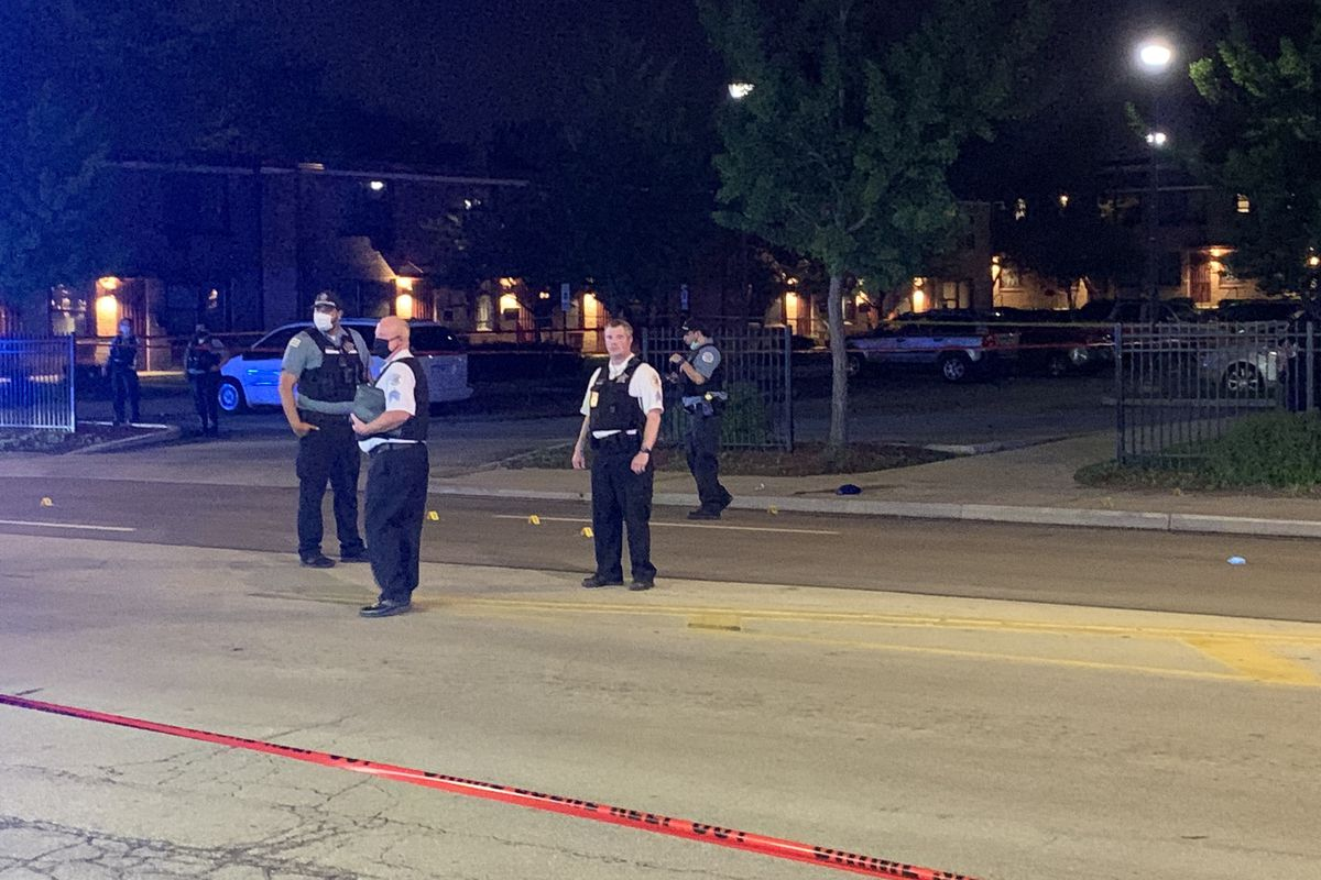 Chicago police at the scene where a 5-year-old girl and two teenage boys were shot May 26, 2020, in Wentworth Gardens.