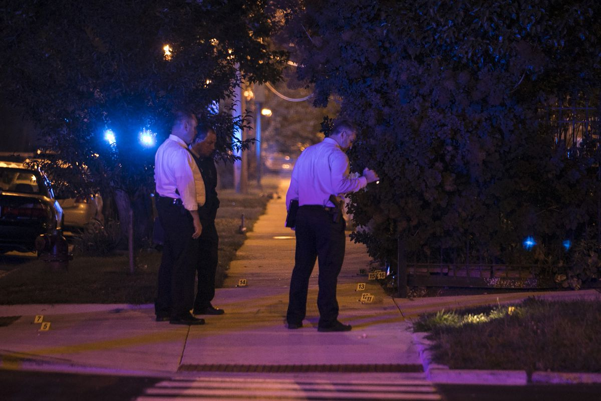 Chicago Police investigate near East 37th Street and South Michigan Avenue, where one man was killed and five women and another man were wounded in a shooting Tuesday night, Aug. 8, 2017. | Ashlee Rezin/Sun-Times