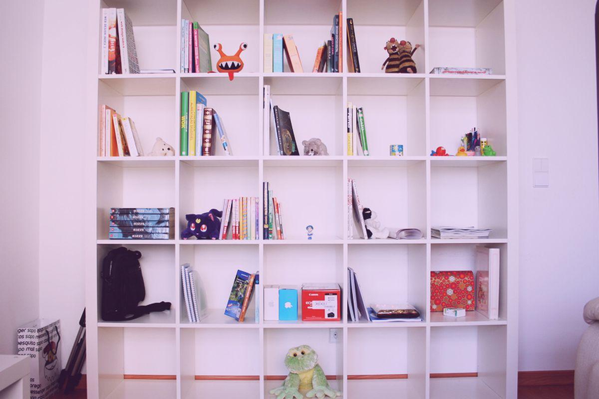 "The Ikea Expedit. Image via <a href=""http://gizmodo.com/heres-why-ikea-is-discontinuing-everyones-favorite-sh-1527126312"">Gizmodo</a>."