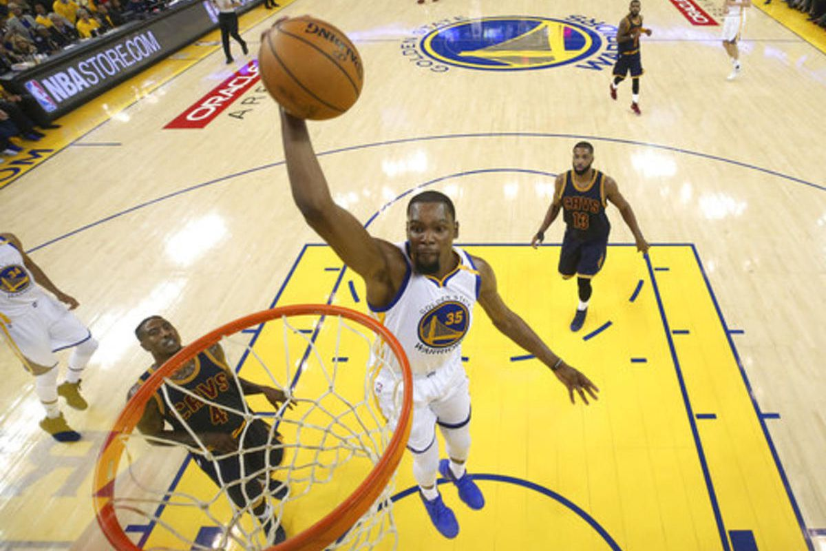 Golden State Warriors forward Kevin Durant (35) dunks against the Cleveland Cavaliers during the first half of Game 1 of basketball's NBA Finals in Oakland, Calif., Thursday, June 1, 2017. (Ezra Shaw/Pool Photo via AP)