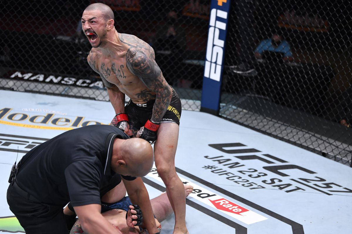 Ufc 256 Prelims Results Video Swanson Fiziev Earn Ko Wins Hooper Rallies To Submit Barrett Bloody Elbow