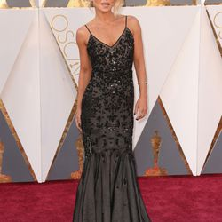 Kelly Ripa wears a sequinned black gown. Photo: Todd Williamson/Getty Images