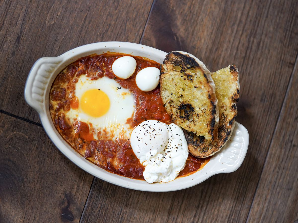eggs and toast baked in red stew