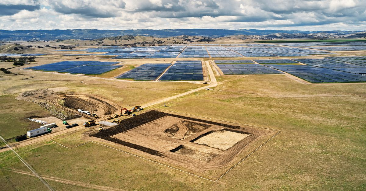 Apple will use Tesla's 'megapack' batteries at its California solar farm