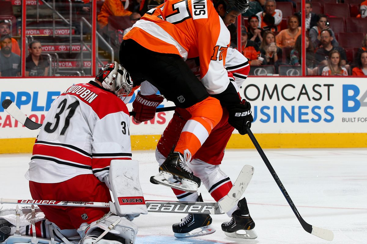 The Hurricanes beat Flyers in a wild game at the Wells Fargo Center.