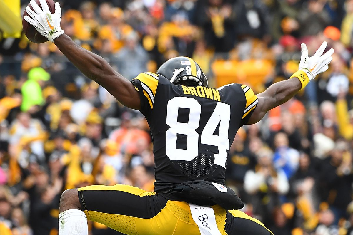 premium selection f16c4 d8526 Antonio Brown shows his support of the Browns beating the ...