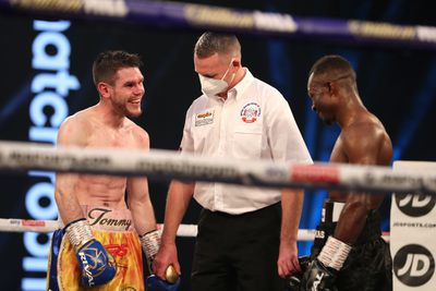 EkjxCpjXYAAzUNR - Ritson gets robbery win over Vazquez