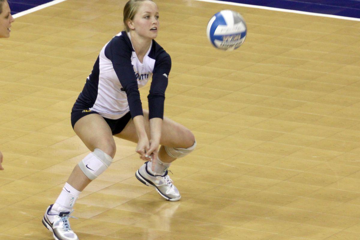 Rachel Stier led the MU defense against Tennessee Tech with 12 digs. (via Mel Pawlyszyn/MarquetteImages.com)