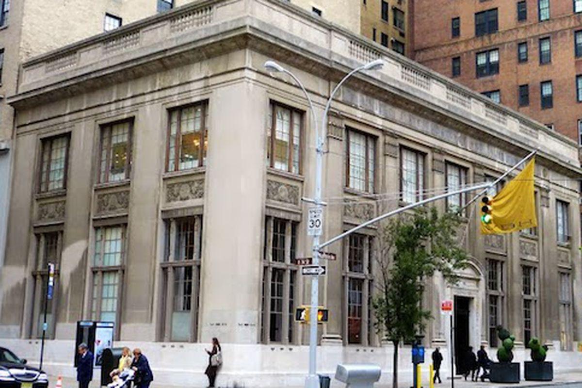 "940 Madison Avenue; Image via <a href=""http://daytoninmanhattan.blogspot.com/2013/11/the-us-mortage-trust-bldg-no-940.html"">Dayton in Manhattan</a>"