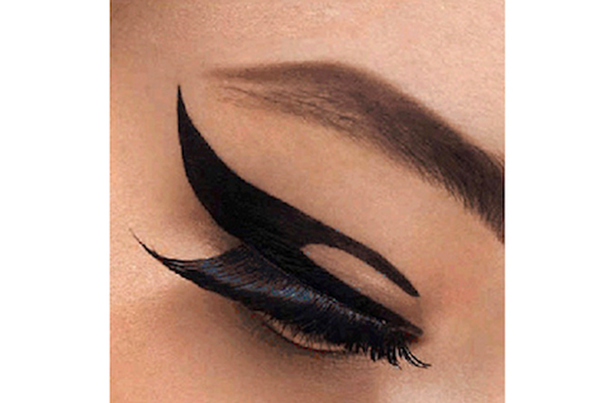 """Even caffeine shakes won't ruin this make-up application. Image via <a href=""""http://www.beautyhigh.com/makeup/product-guide/15392/another-stick-on-fad-try-out-dior-velvet-eyes"""">Beauty High</a>"""