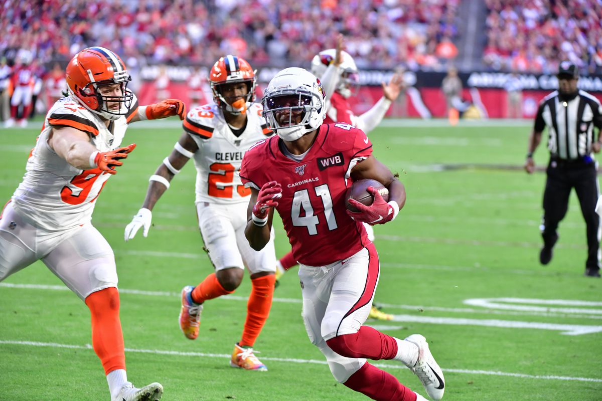 Arizona Cardinals running back Kenyan Drake runs for a touchdown during the first half against the Cleveland Browns at State Farm Stadium.
