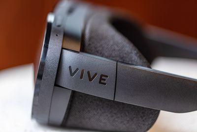 HTC Vive Flow headset