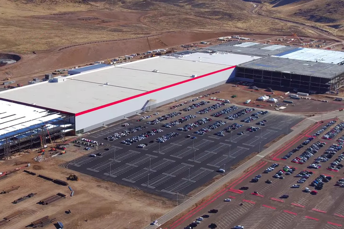 Aerial photo of the Tesla factory under construction in the Nevada desert.