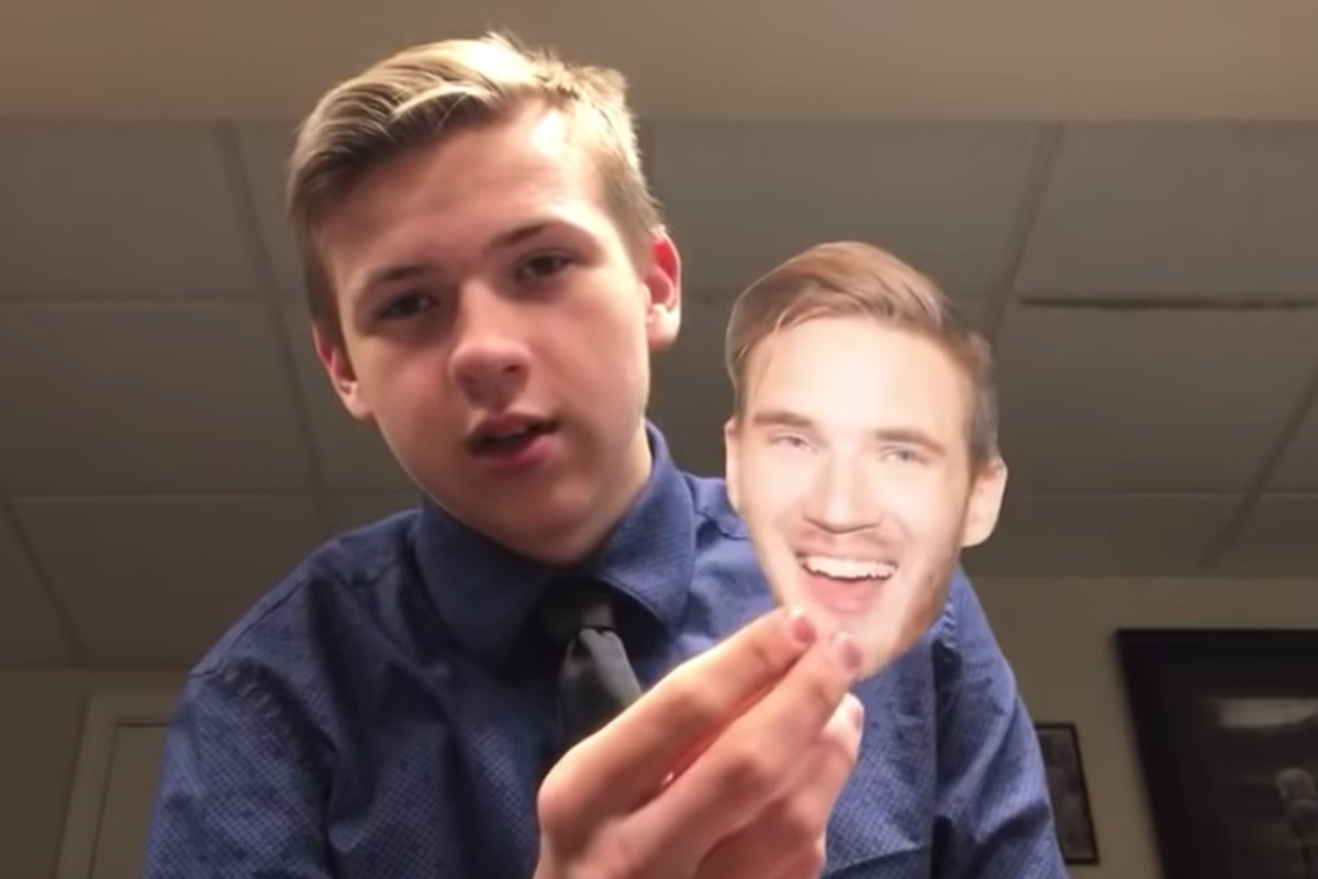 Youtuber eating a picture of pewdiepies face for 100 days polygon billy krankavich with a printout of felix pewdiepie kjellbergs face faze lampshadeyoutube m4hsunfo
