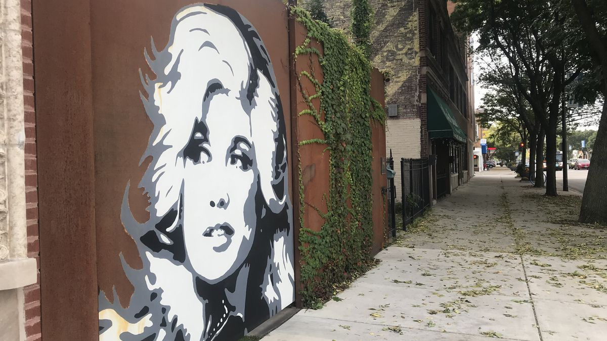 Chicago murals: Dolly Parton painting in Edgewater brightens the day for '9-to-5' commuters