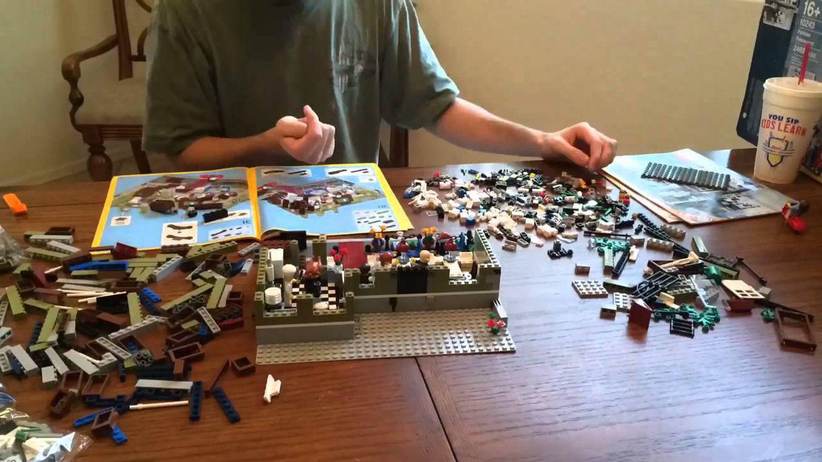 Watch Lego's 'Parisian Restaurant' Playset Built in Time-Lapse