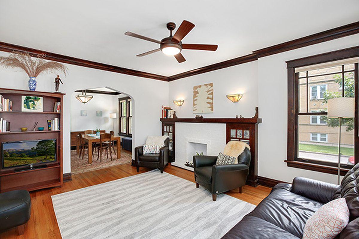 While The Presence Of A Single Bathroom Might Not Be Ideal For Growing Family Its Pretty Difficult To Argue With Homes Old School Chicago Charm And