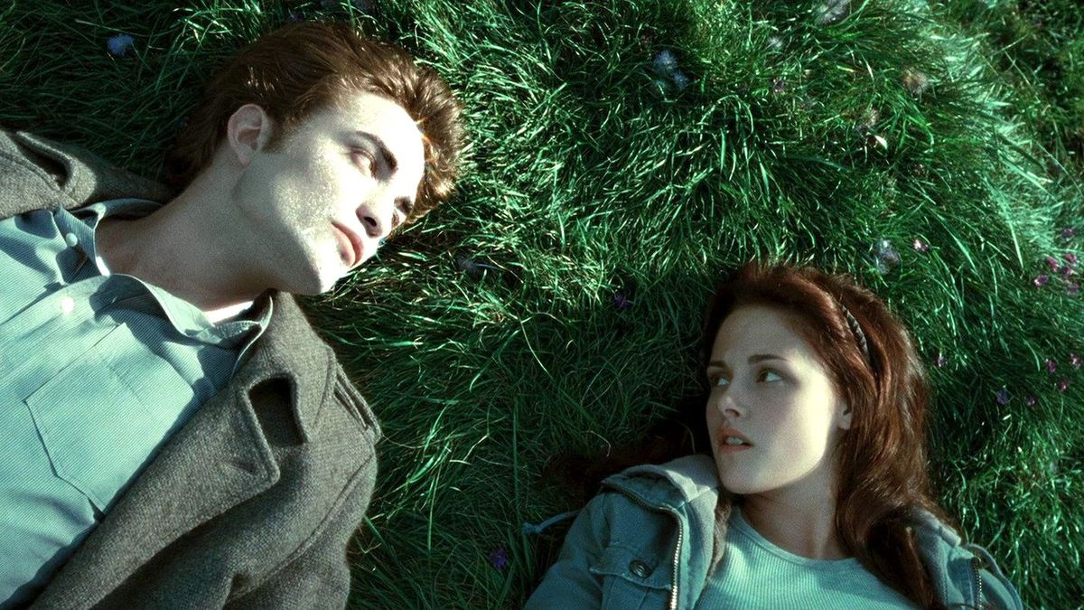 Twilight memes are back, but Edward & Bella are still under fire 10