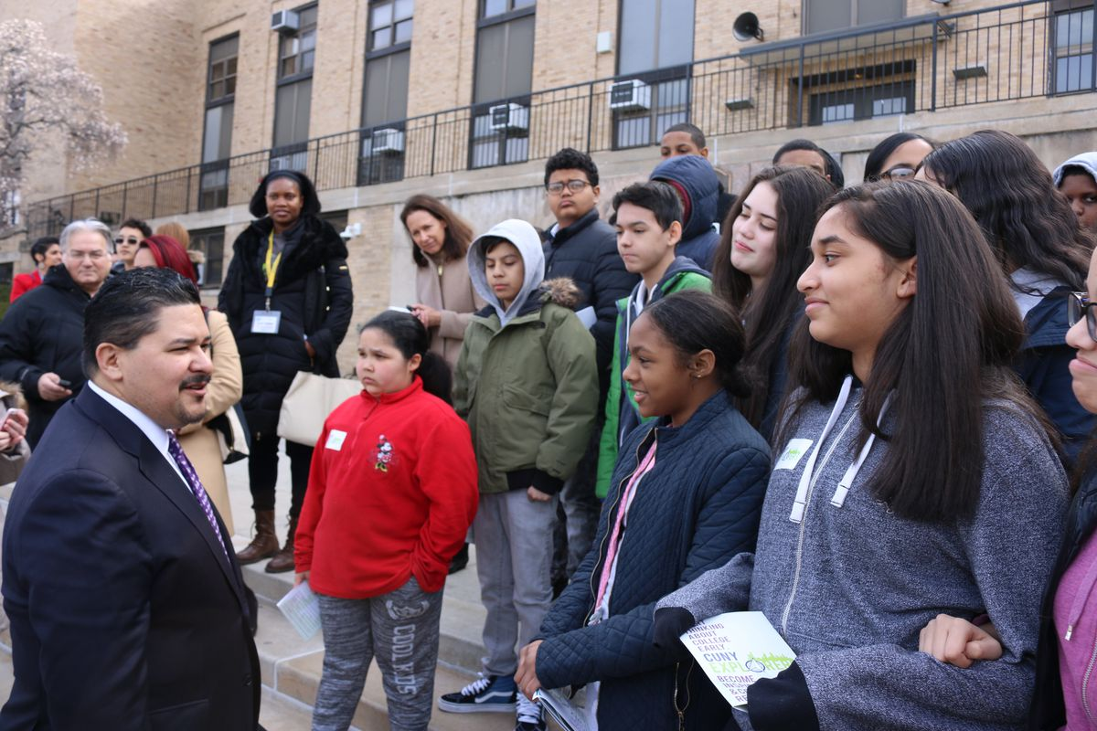 Chancellor Carranza meets with students attending a college tour in the Bronx.