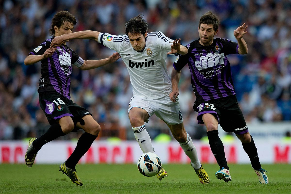 Perhaps Kaka (C) will remember his clashes with Pérez (R) when they meet again in MLS.