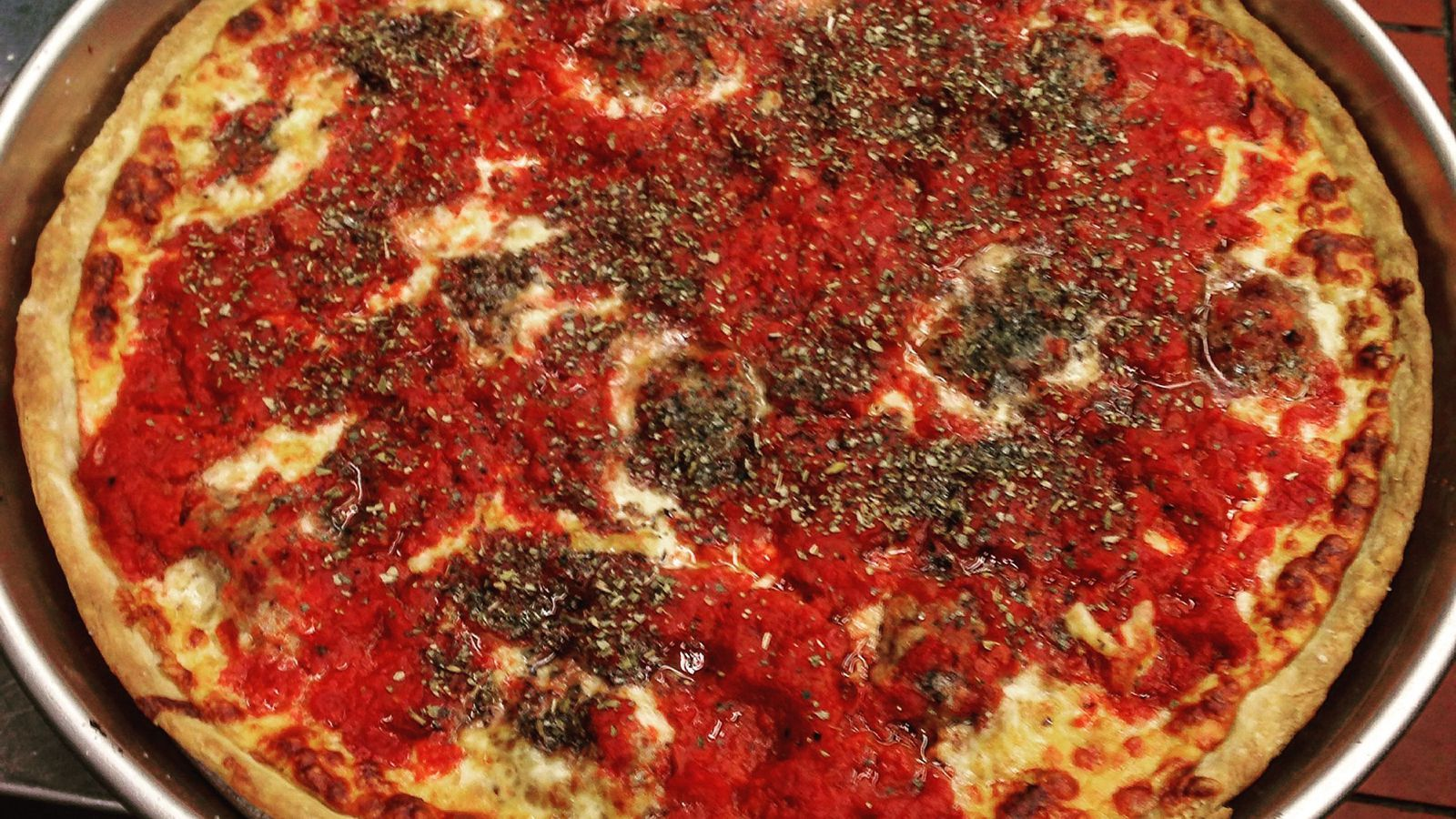 chicago style pizza essay Over the years many people have tried to compare deep dish chicago-style pizzas to thin crust new york-style chicago style pizza is a full meal and will usually.