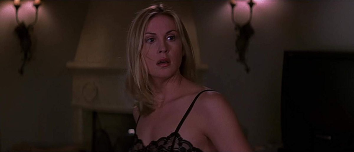 kelly rutherford as christine, gasping, in scream 3