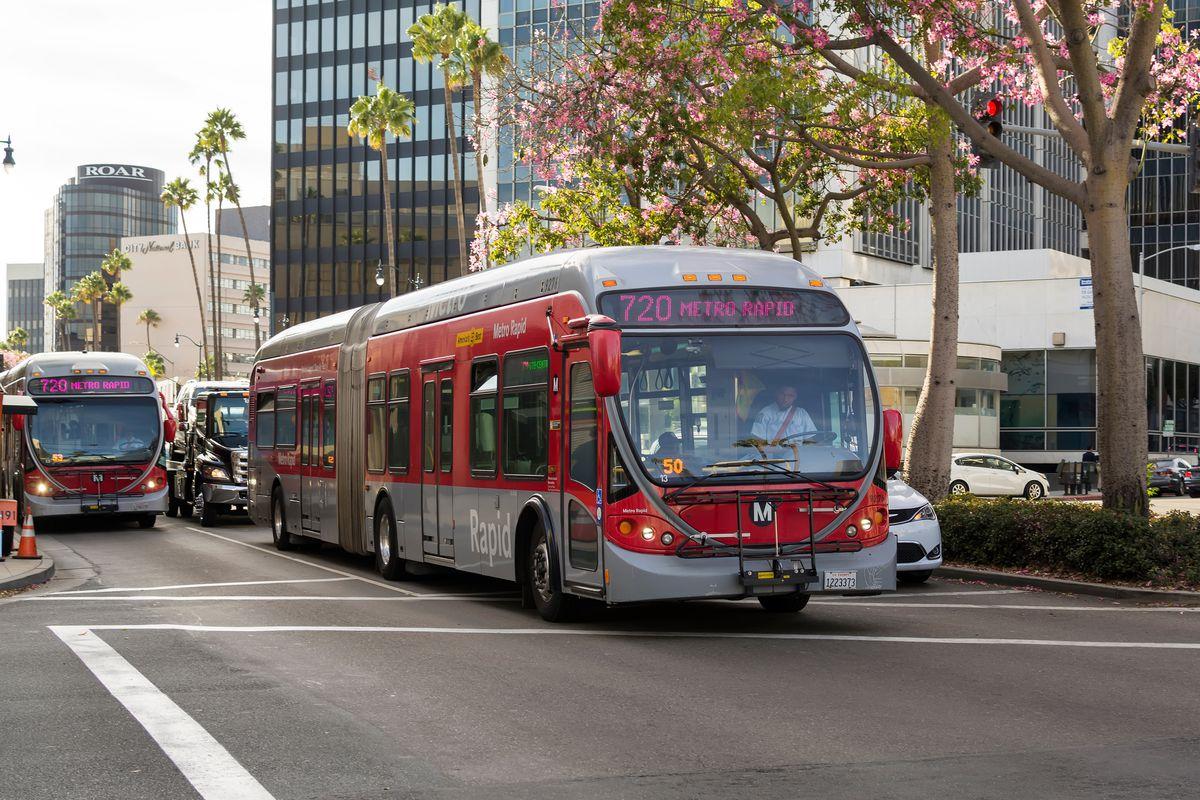 Metro 720 Wilshire Express Bus Will Get All Door Boarding