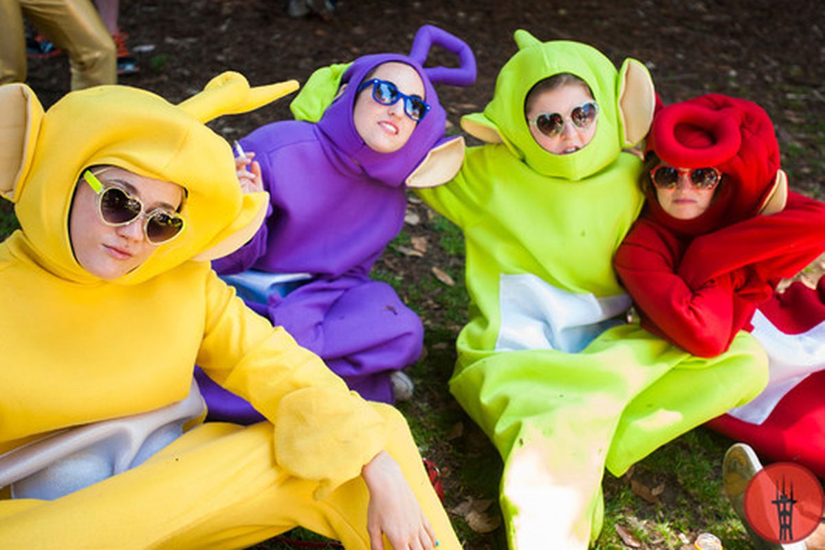 """Image via <a href=""""http://street.sfstation.com/2013/05/20/15-awesome-bay-to-breakers-costumes/5/"""">SF Station</a>"""