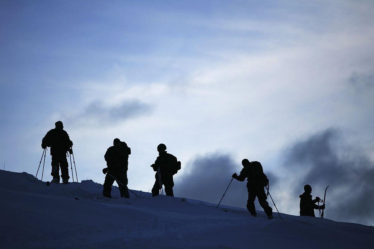 15th Marine Expeditionary Unit Conducts Mountain Warfare Training