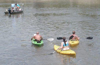 Kayakers and boats on the Kankakee River.<br>Dale Bowman/Sun-Times