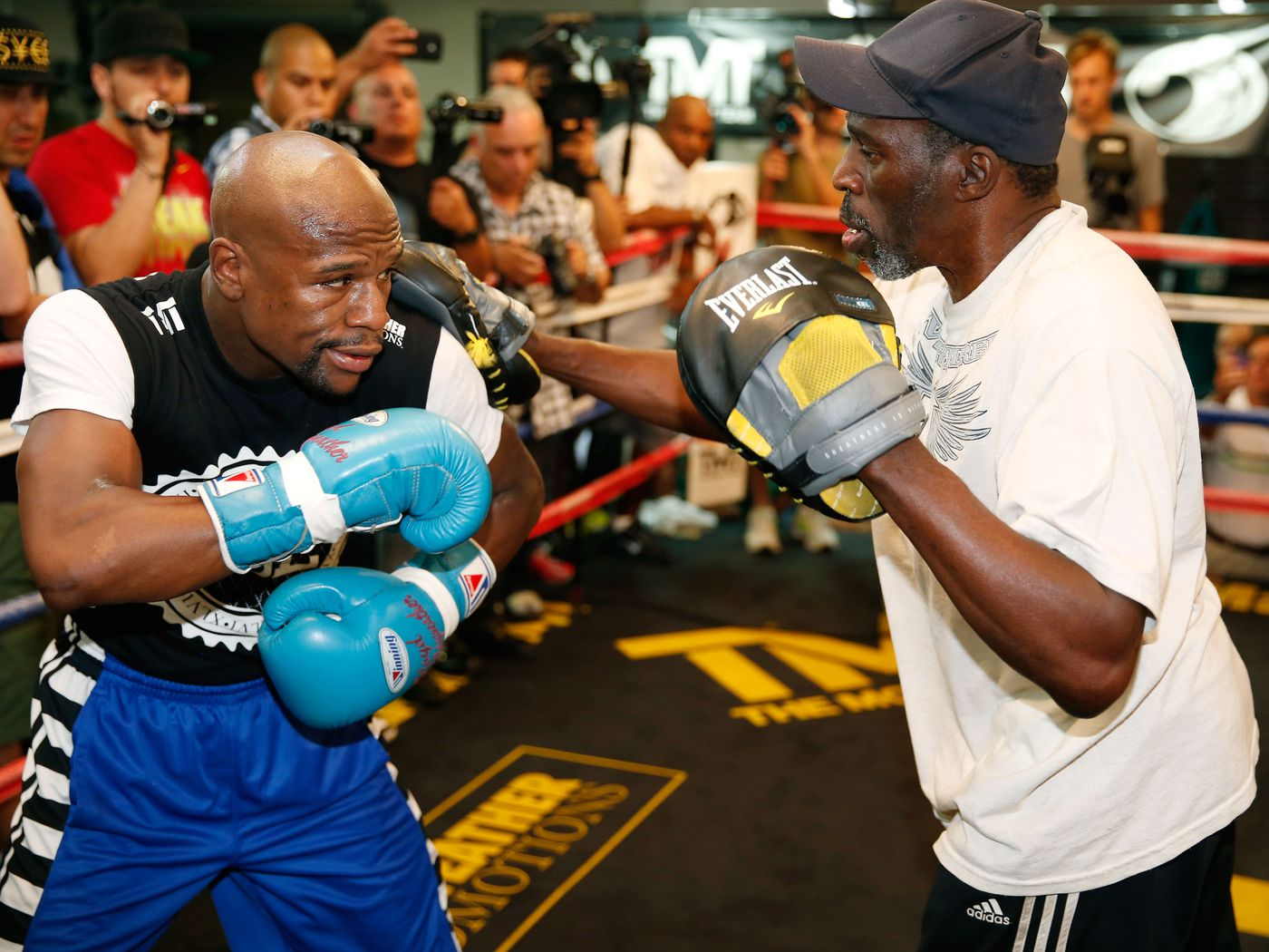 Delicioso embarazada Calle principal  Roger Mayweather, uncle and trainer to Floyd Mayweather, passes away at age  58 - MMAmania.com