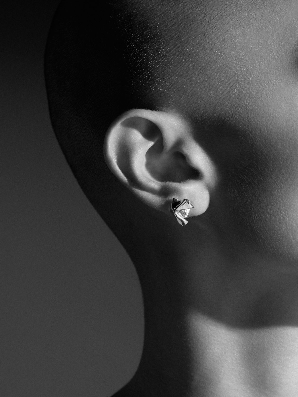 Closer by WWAKE square stud earrings