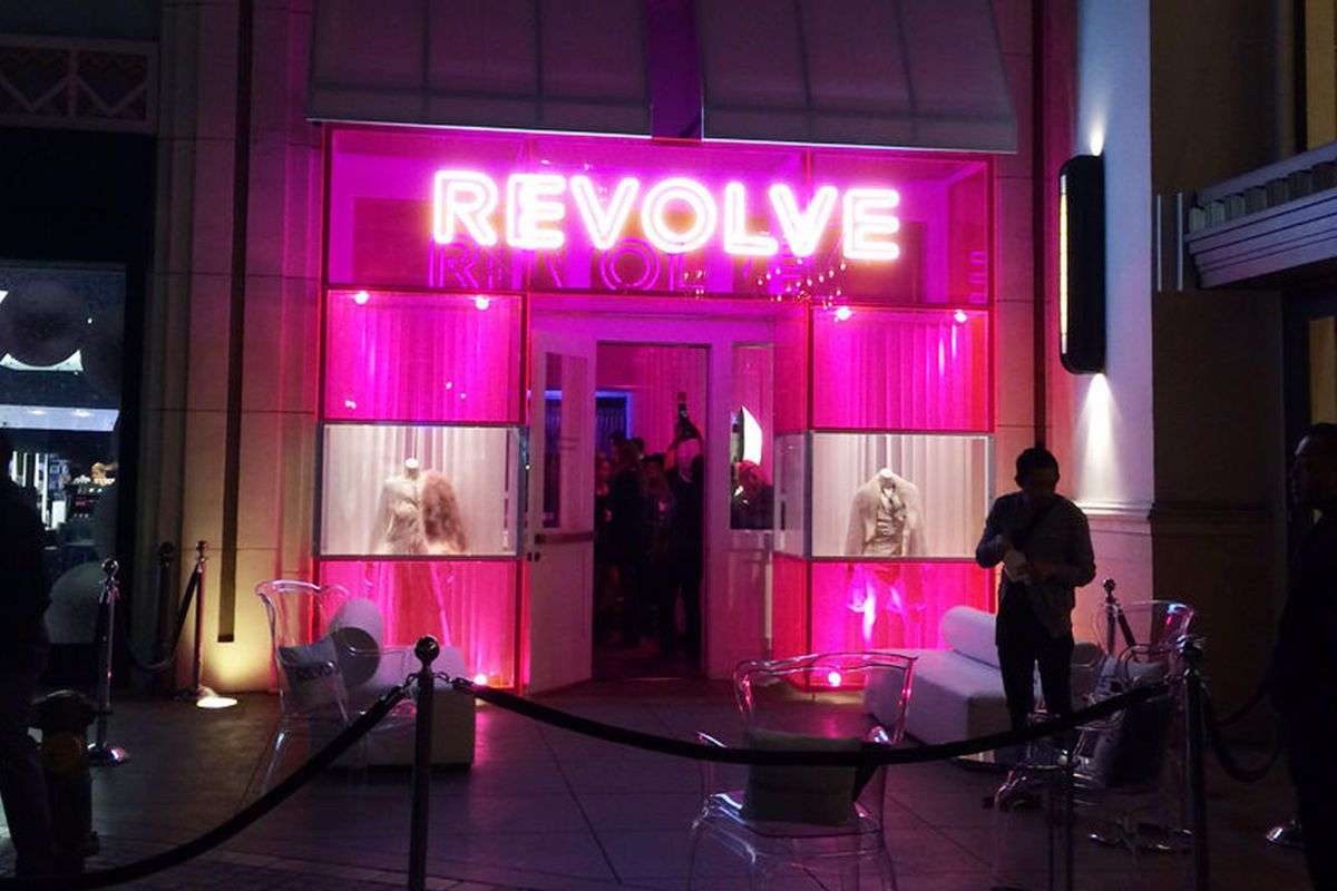 Racked La Revolves Rad Pop Up At The Grove Is A Hot Pink Happy Place