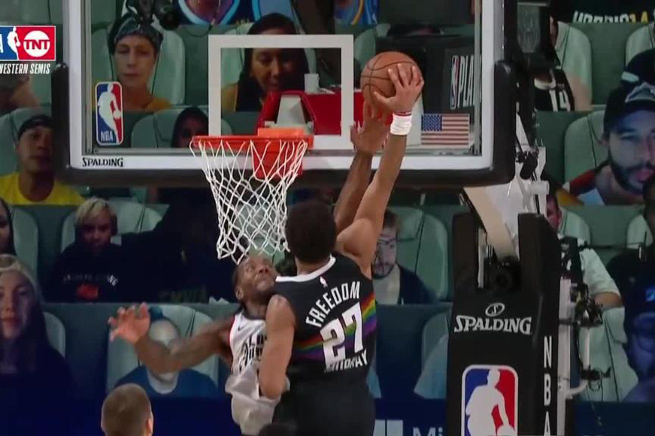 EhXO1soX0AEQlyB.0 - Kawhi Leonard blocked a dunk with his middle finger in the 2020 NBA playoffs
