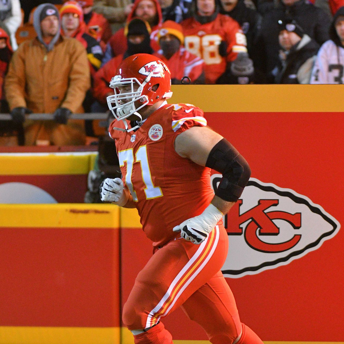 size 40 0a0dd a3d92 This block by Chiefs tackle Mitchell Schwartz was ...