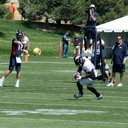 Peyton Manning completes a pass to Knowshon Moreno during day two of training camp