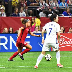 Mallory Pugh in attack from the wing, shortly before her injury.