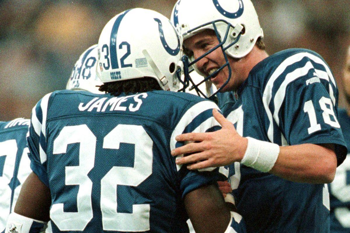 Indianapolis Colts runningback Edgerrin James (L)