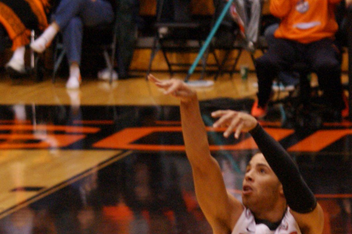 Roberto Nelson sank 5 of 7 three pointers for Oregon St., and had a game high 21 points off the bench in the Beavers' 95-53 win over the Chicago-Illinois Flames. <em>(Photo by Andy Wooldridge)</em>