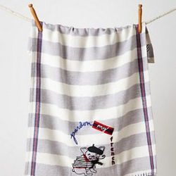 """Bulldog dish towel, <a href=""""http://www.anthropologie.com/anthro/product/shopgifts-under-thirty/27728914.jsp"""">$22</a> at Anthropologie"""