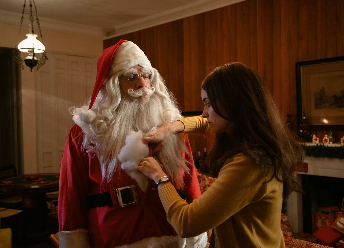 Leandro Hassum dutifully dresses up as Santa in Just Another Christmas