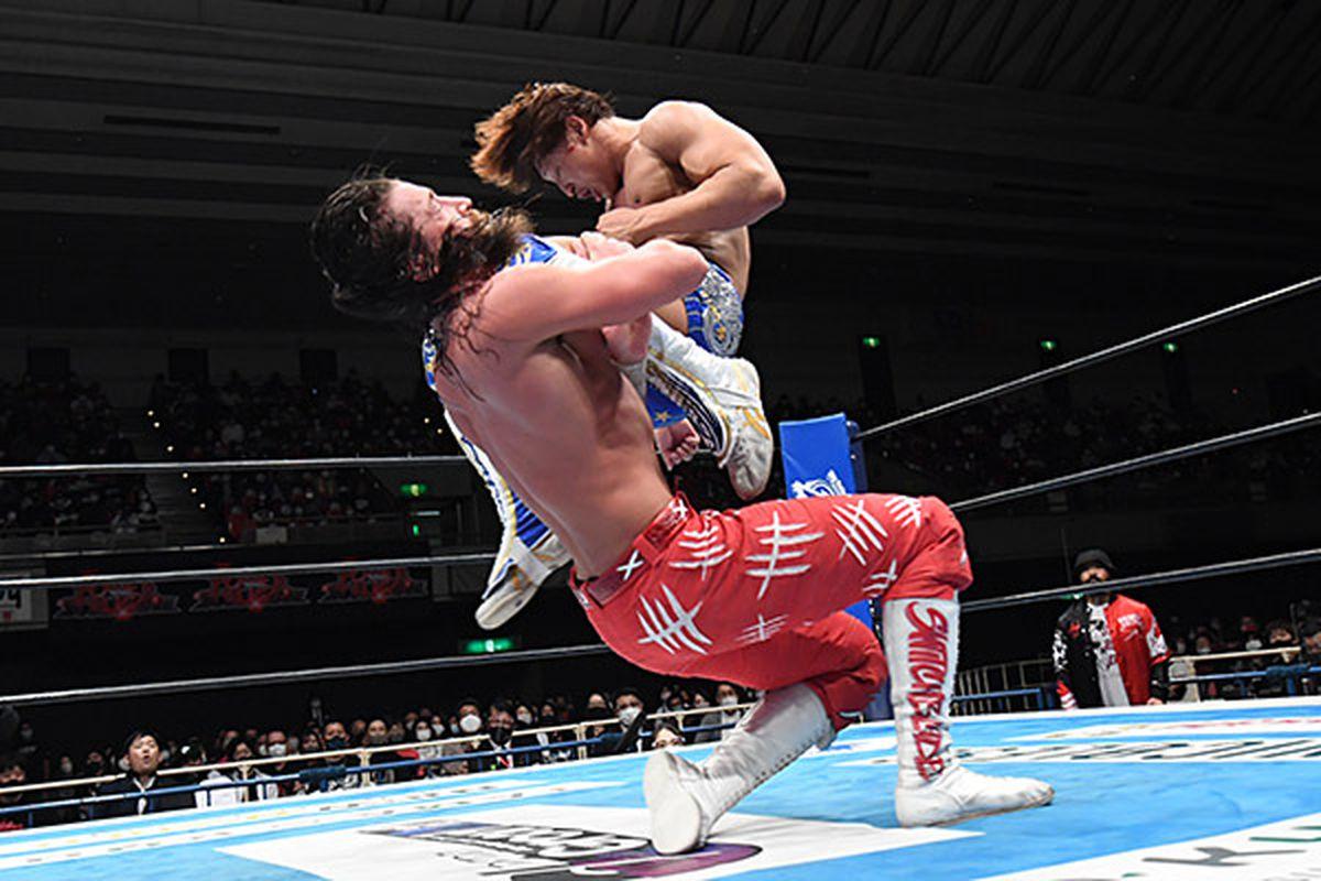 Kota Ibushi and Jay White wrestle at Power Struggle